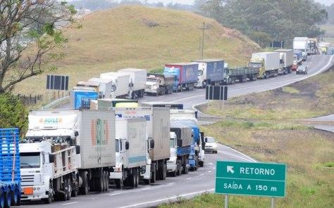 caminhoneiros-parados